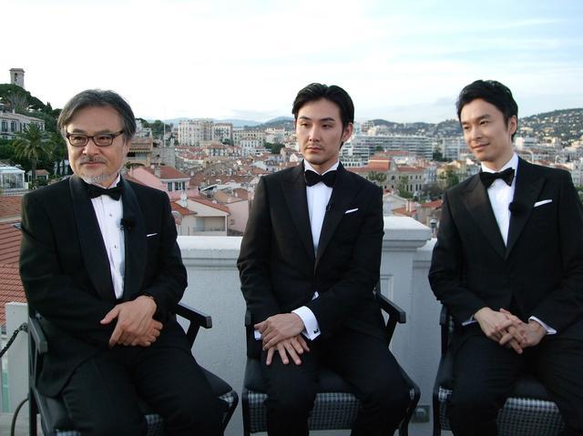 画像: 黒沢清監督、松田龍平、長谷川博己の「散歩する侵略者」トリオ
