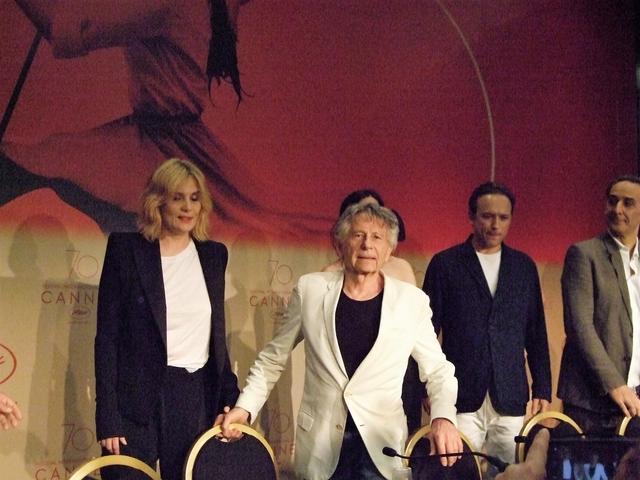 画像: 会見でのポランスキー監督。エマニュエル・セニエやヴァンサン・ペレーズらの顔も見える
