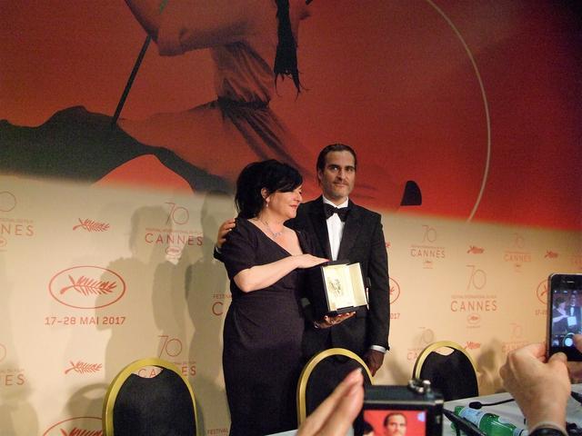 画像: 脚本賞のリン・ラムジーと男優演技賞のホアキン・フェニックス