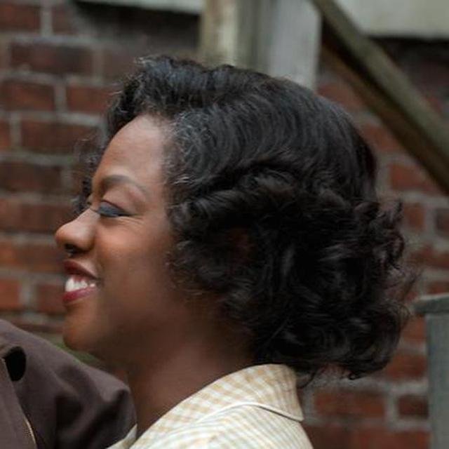 画像: ローズ・マキソン(ヴィオラ・デーヴィス) トロイと結婚して18年。息子コーリーのプロへの夢を叶えてやりたいと思っている。