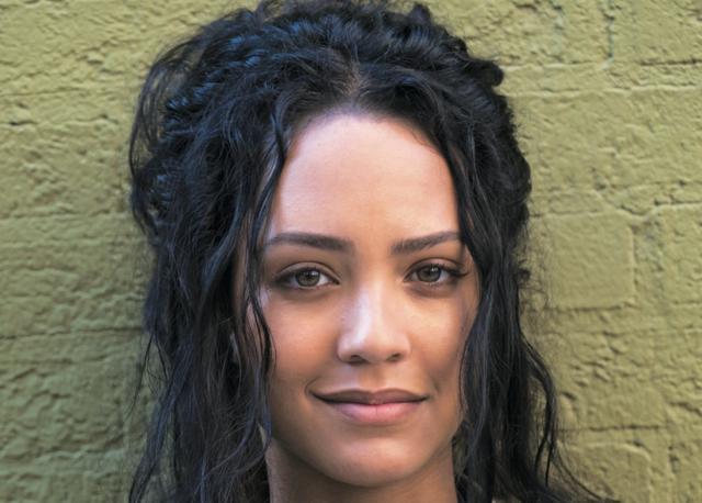 画像: トリスティン・メーズ(声:永宝千晶) 天才ハッカー。違法ハッキングで服役していたところ、かつて母親 がジャックと交際していた縁でチームに引き抜かれ、IT分析官に。 ©MMXVII CBS Broadcasting, Inc. All Rights Reserved.