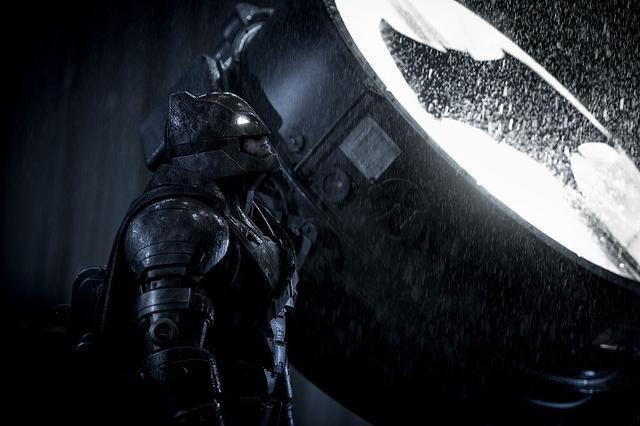 画像: バットマンはダークなイメージ!?(「バットマン vs スーパーマン ジャスティの誕生」より)