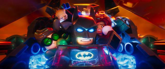 画像1: DCが誇る女性ヒーローたちが世界中を席巻中!「レゴ®バットマン  ザ・ムービー」にも登場の注目女性ヒーロー、バットガールを杉山すぴ豊さんが解説!