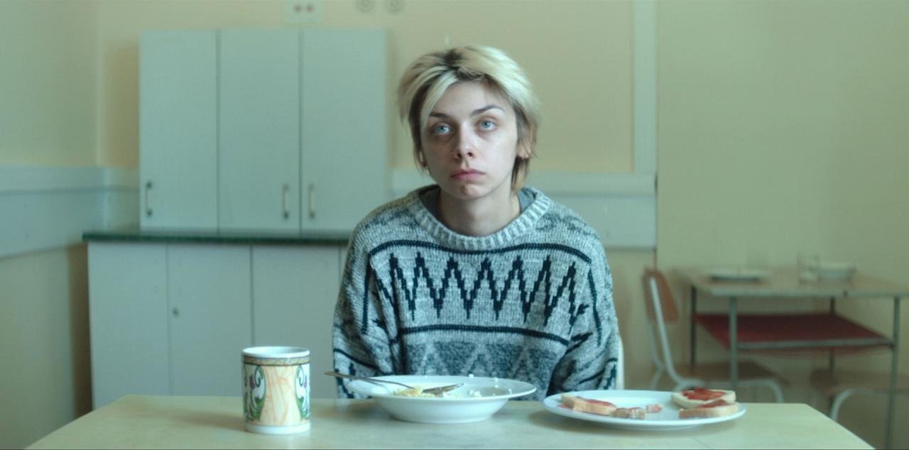 画像: オルガ役のユスティナ・スワラは今作で女優デビュー。