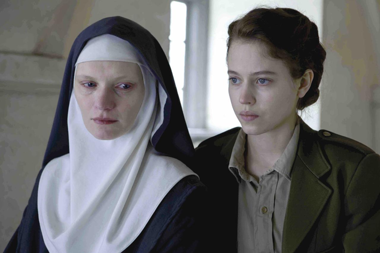 画像1: 苦悩する修道女の希望の光となったフランス人女医を描く感動作「夜明けの祈り」8月5日公開