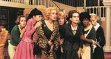 画像: 豪華すぎる8人のフランス女優が共演した歌と踊りの殺人ミステリー