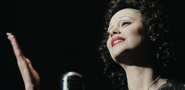 画像: 伝説的シャンソン歌手の生涯をM・コティヤールが熱演する愛のドラマ