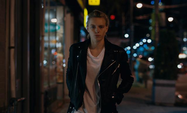 画像3: 中性的な魅力で人気のトップモデルが鮮烈な映画デビューを飾った 「アンダー・ハー・マウス」10月7日公開