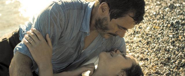 画像2: 誰もが羨む美しい女性と帰還兵との激しい熱愛と苦悩の日々が始まる…
