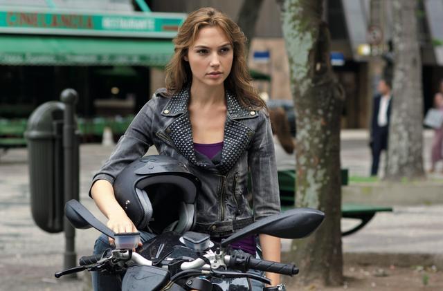 画像: バイクの腕も披露した「ワイルド・スピード MEGA MAX」