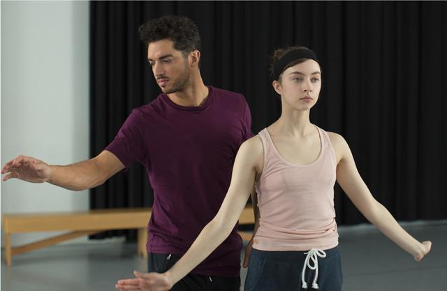 画像: クラシック・バレエの踊り手がコンテンポラリー・ダンスに出会った!