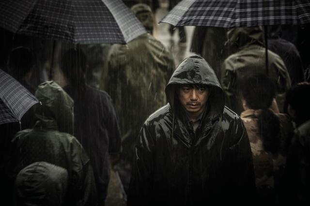画像: 「迫りくる嵐」 ©The Looming Storm