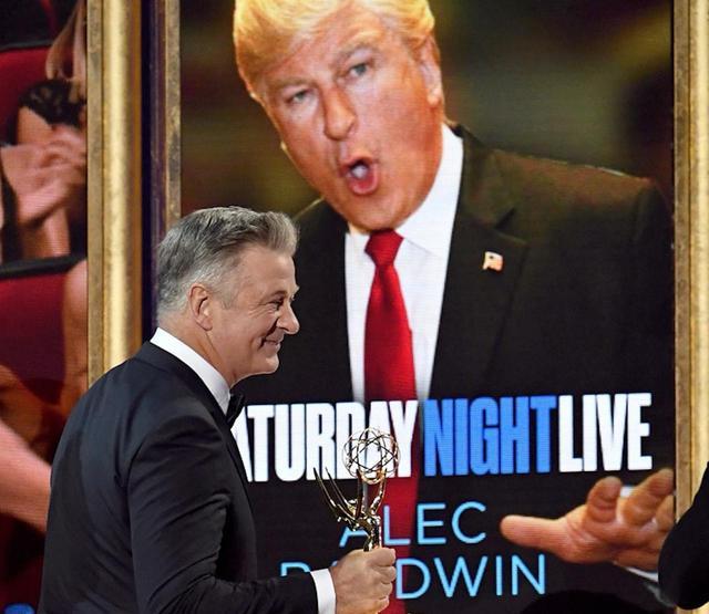 画像: トランプ大統領に扮したアレック・ボールドウィンが助演男優賞 Photos by Getty Images
