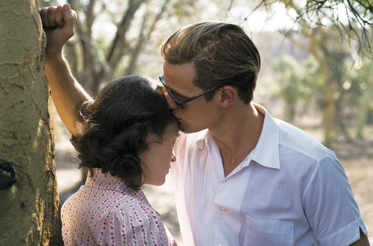 画像: エリザベスは20歳の若さでフィリップと結婚する ©2016 Left Bank Pictures (Television) Limited. All Rights Reserved.