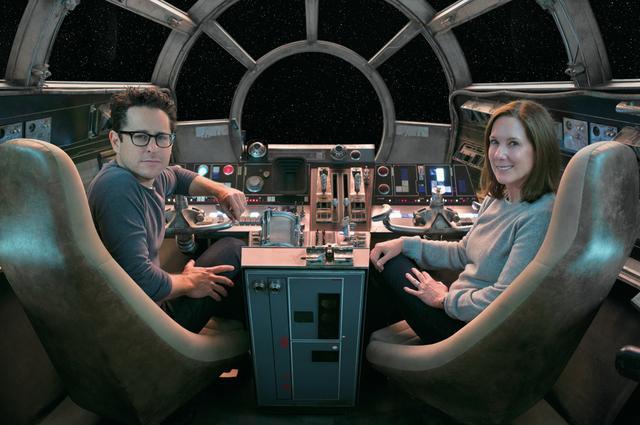 画像: J・J・エーブラムズとルーカスフィルム社長キャスリーン・ケネディー © 2017 Lucasfilm Ltd. & TM. All Rights Reserved.