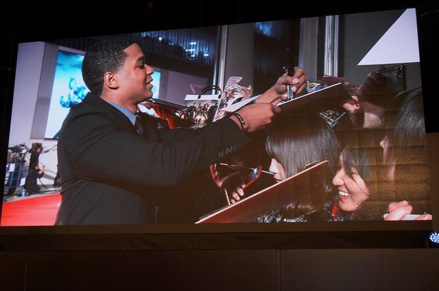 画像2: エズラ・ミラー&レイ・フィッシャー来日! 『ジャスティス・リーグ』のジャパンプレミアで1200人のファンが大熱狂