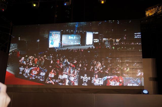 画像: スクリーンに映る大勢のファンの姿は圧巻!