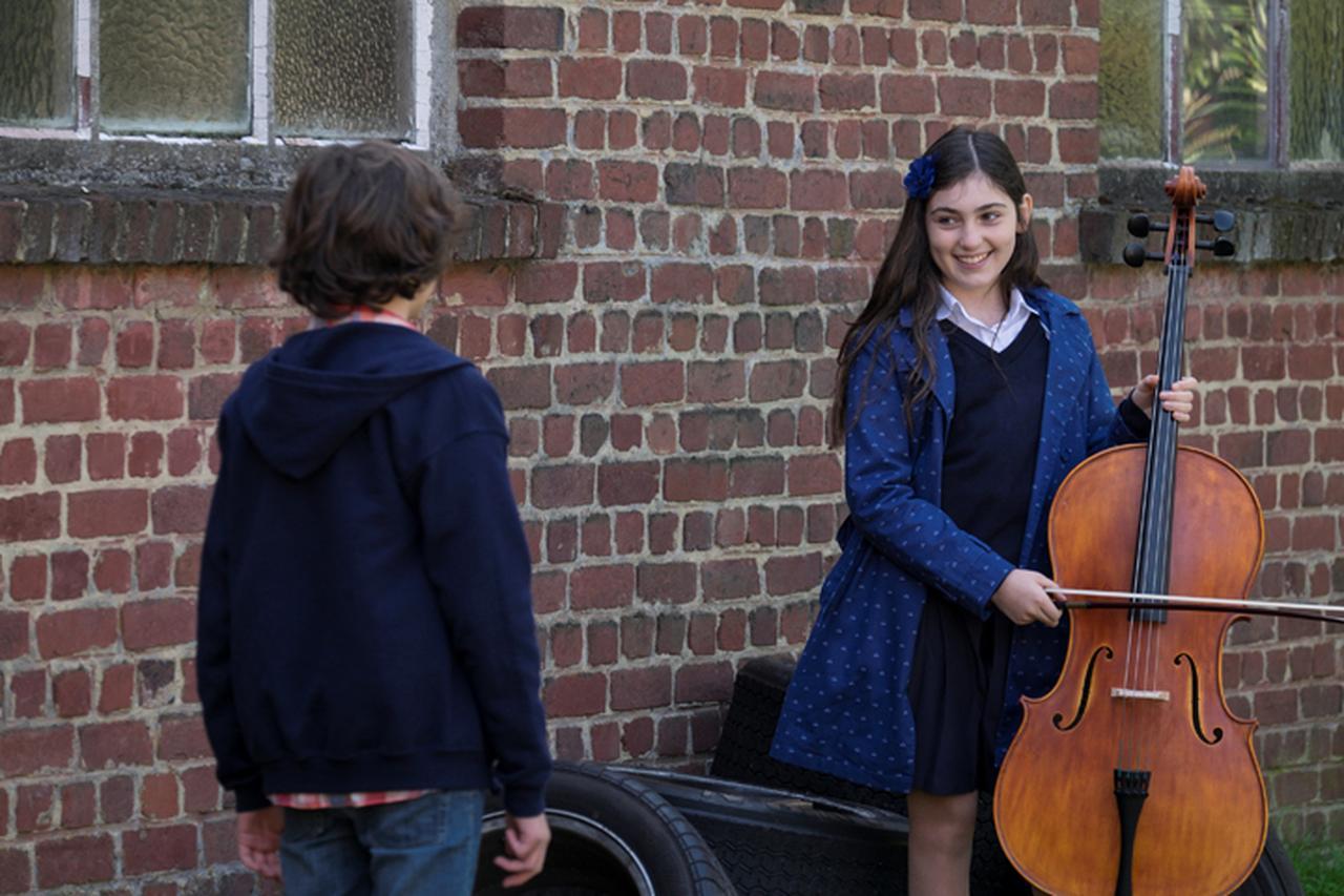 画像: 秘密を抱えた少女と劣等生の少年の可愛い初恋物語