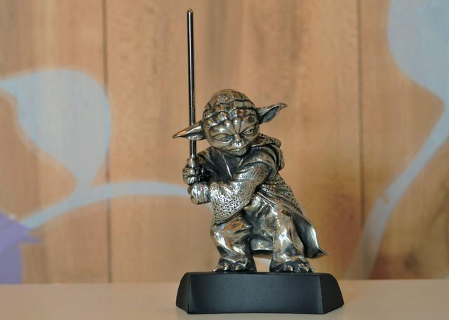 画像: フィギュア ヨーダ (20000円) (発売元:ロイヤルセランゴール) ©&™ Lucasfilm Ltd.