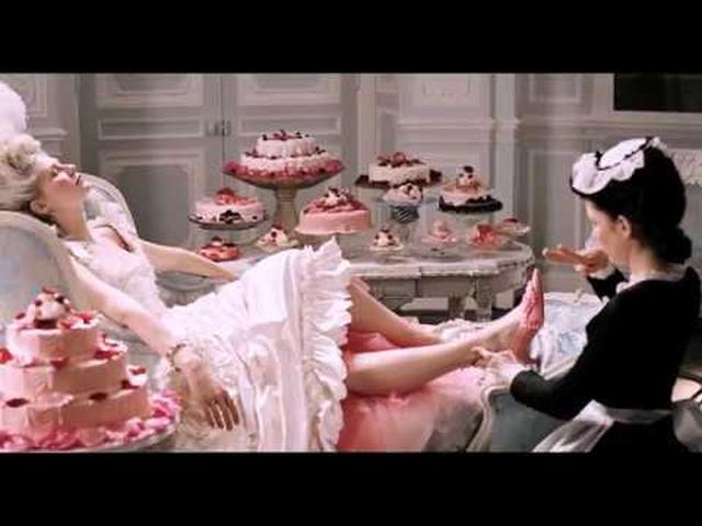 画像: マノロ・ブラニク トカゲに靴を作った少年 - 映画予告編 www.youtube.com