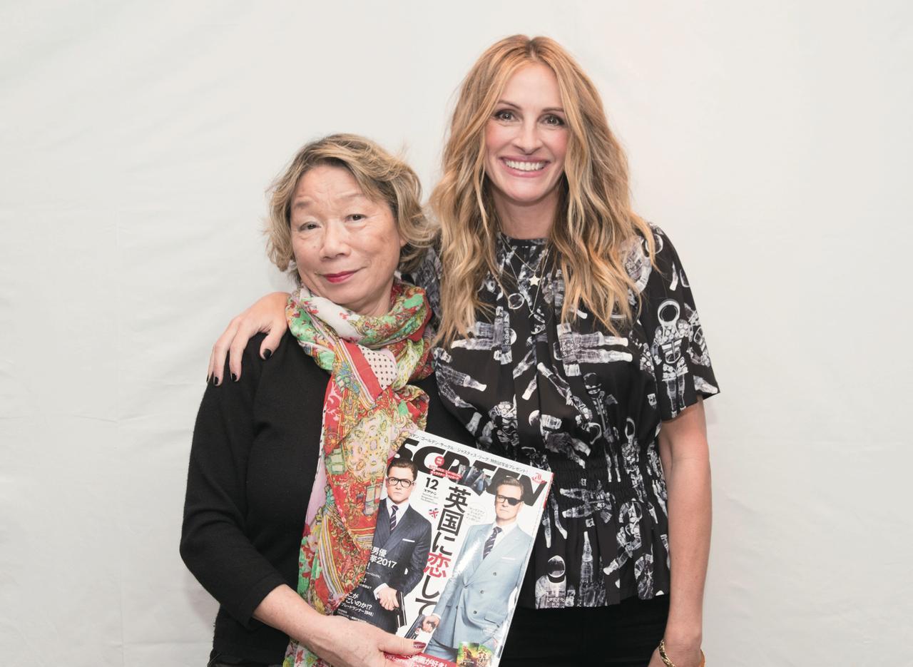 画像: LA発 成田陽子 Yoko Narita 長年ハリウッドで記者活動を続けている成田さん。この1年で会ったスターの中でも、特に印象に残った4人の気になる発言などを教えてくれます! 成田さんとジュリア・ロバーツ