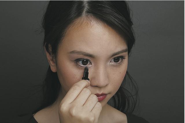 画像: 2.ツヤやかな目元を作る方法