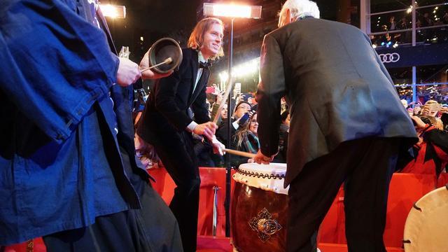 画像: 和太鼓と叩く監督とマーリー
