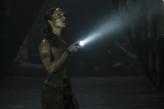 """画像: アリシア・ヴィキャンデルが闘うヒロインに!""""トレジャーハンター""""ララ・クロフトが新たに始動 「トゥームレイダー ファースト・ミッション」3月21日公開"""