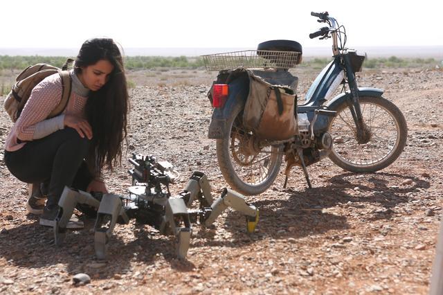画像: 地球の反対側から監視ロボットがつなぐ男女の純愛