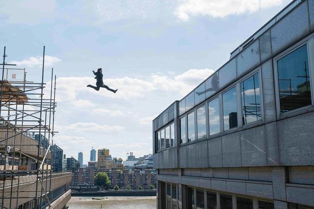 画像: 今回もトム・クルーズ自らがノースタントで決死のアクションに挑む