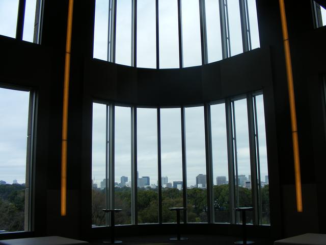 画像: ほんと、眺めのいい部屋。すぐそこに見えるのは皇居です。