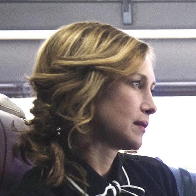 画像: ジョアンナ(ヴェラ・ファーミガ) マイケルに危険な依頼を持ちかける謎の女。ほんのわずかの間に人の良心を惑わせる力を持つ。