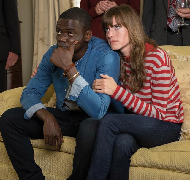 画像: 黒人カメラマン、クリスの恋人ローズは白人