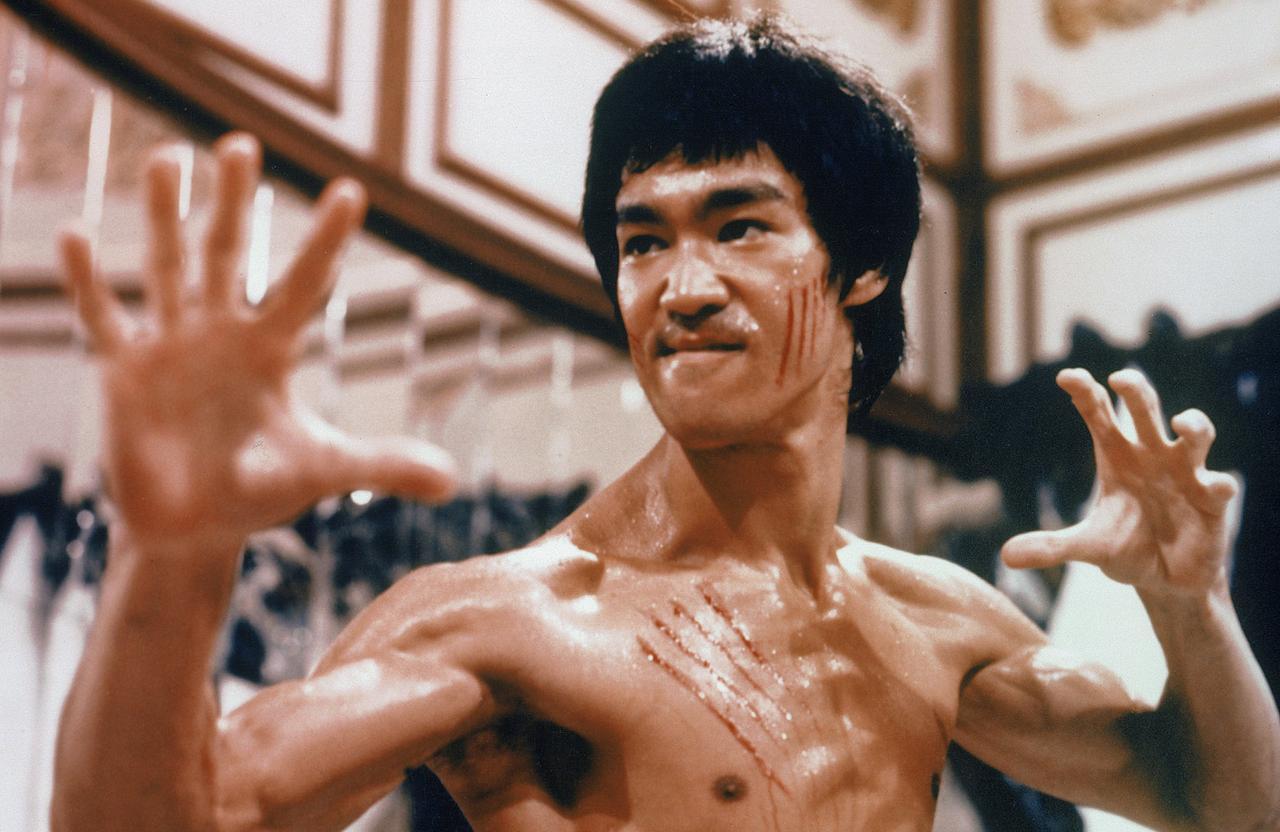 画像: 「燃えよドラゴン」【放送開始時間】 夕方6:00~ ブルース・リーの名を世界に知らしめた傑作アクション。 少林寺拳法の使い手の青年が巨悪に 立ち向かう。
