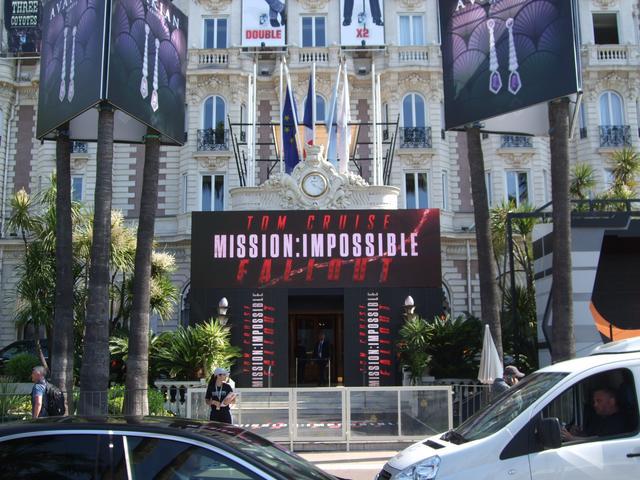 画像: 「ミッション:インポッシブル/フォールアウト」の看板