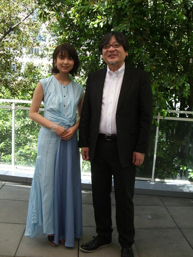 画像: 上白石と細田監督