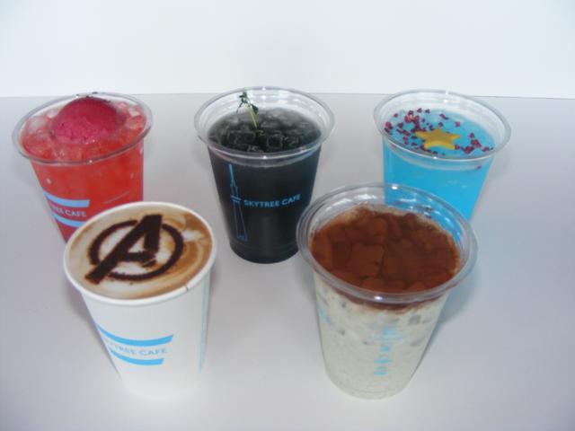 """画像: 上左から「アイアンレッドソーダ」「シークレットブラックソーダ」「アメリカンスターソーダ」 下左から「""""A""""ラテ」「スマッシュバナナミルク」"""