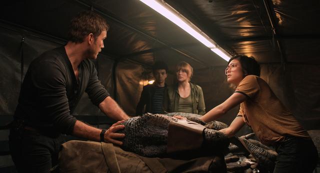 画像: 恐竜のための選択を迫られる人類