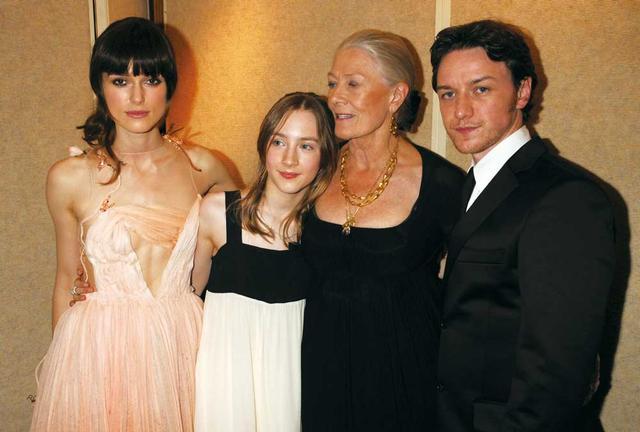 画像: 「つぐない」プレミアで共演のキーラ・ナイトリー、ヴァネッサ・レッドグレーヴ、ジェームズ・マカヴォイと
