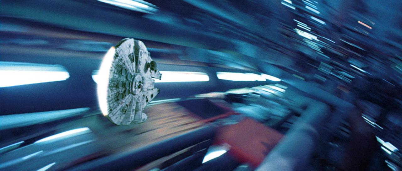 画像: 2. Millennium Falcon(ミレニアム・ファルコン)