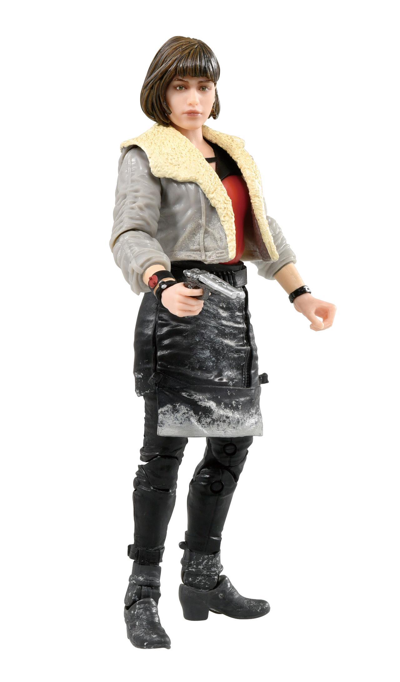 画像: キーラ 4298円(税込) 厚手のコートやスカートのシワまで丁寧に作りこまれているのがいい。ブラスターも付属。
