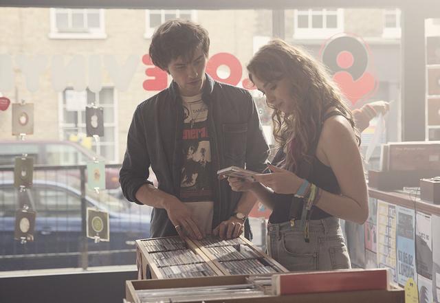 画像: 二人を結んだ音楽がまた彼らを元の場所へ引き寄せていく