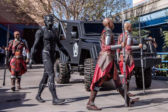 画像: 「ガーディアンズ・オブ・ギャラクシー」や「ドクター・ストレンジ」に先駆けブラックパンサーがディズニー・カリフォルニア・アドベンチャー・パークに登場した