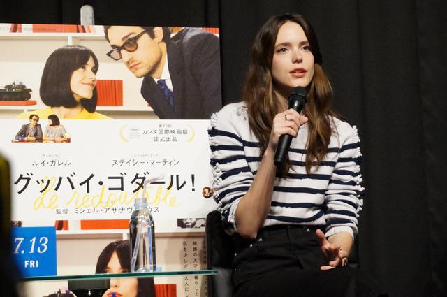 画像: 5月23日に東京・神楽座で行われた来日記者会見に出席したステイシー・マーティン。