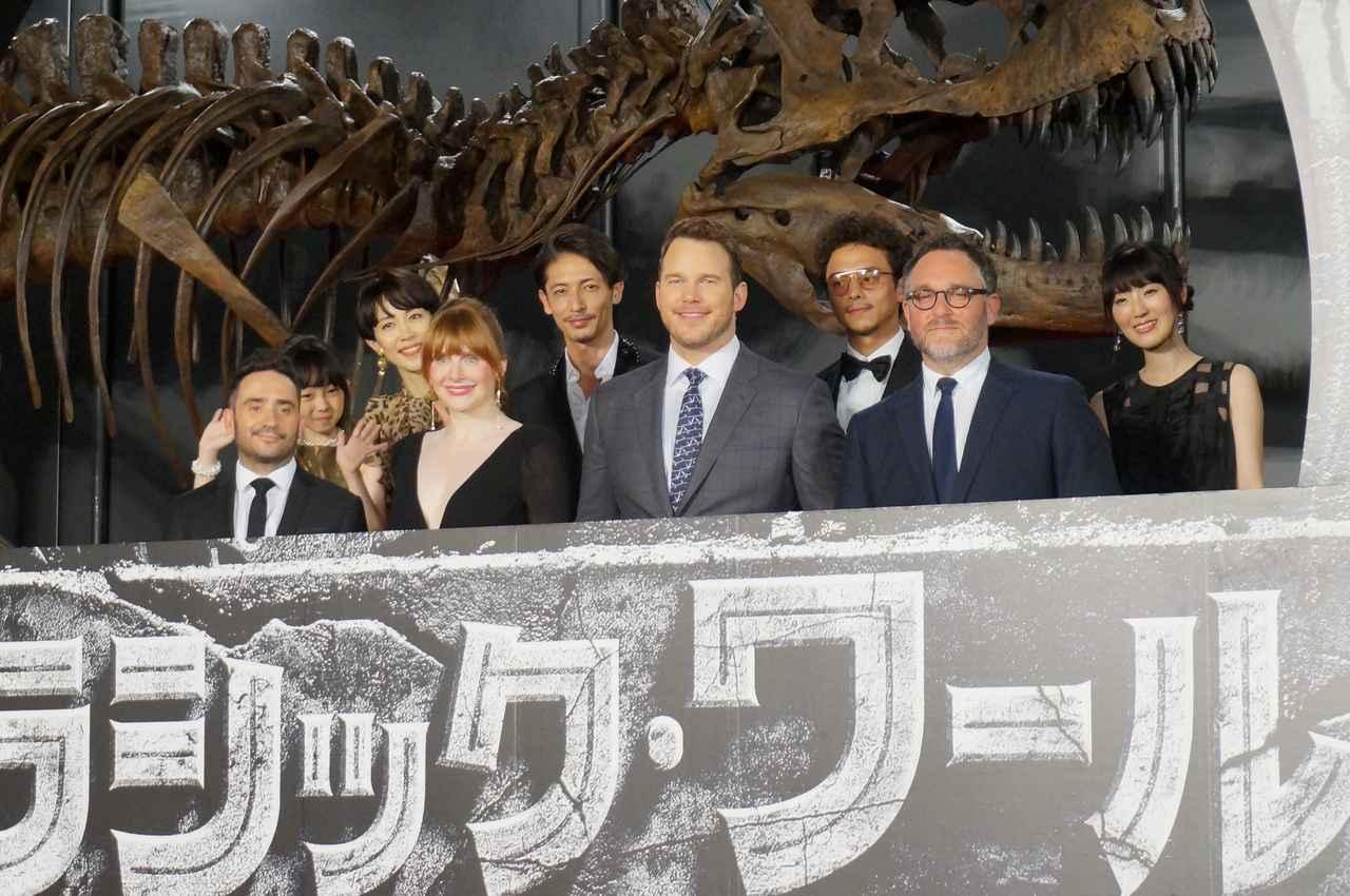 画像: ジャパンプレミアに出席したブライス・ダラス・ハワードやクリス・プラット他日本語吹替えキャスト達。