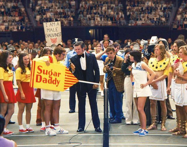 画像1: 1973年、伝説となった世紀の一戦。テニスの歴史に残る 驚異の試合を描く「バトル・オブ・ザ・セクシーズ」 - SCREEN ONLINE(スクリーンオンライン)
