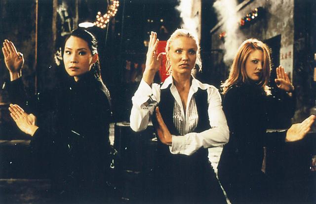 画像: 強者美人探偵3人が事件解決に乗り出す!