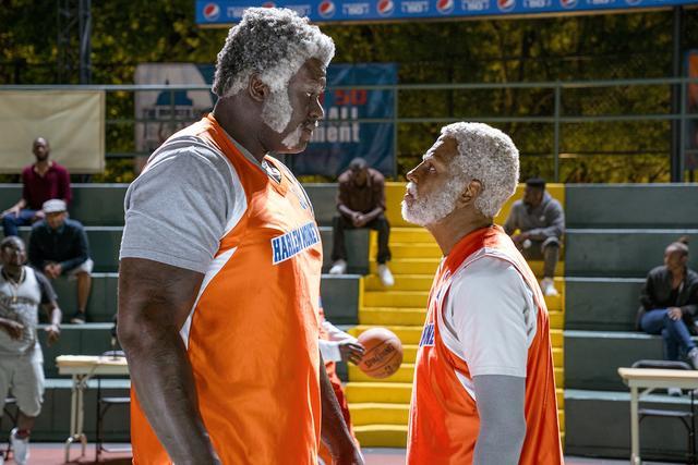 画像1: ドリュー爺さんが伝説のNBA選手シャキール・オニールと対峙する場面も