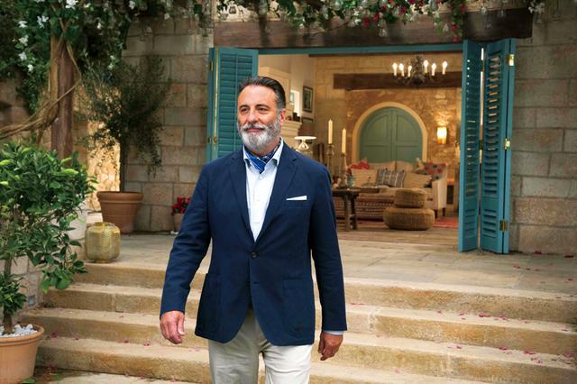 画像: 新ホテルの支配人を任された紳士。スペイン語を話すがそれ以外は謎に包まれており、ルビーとも何か関係が?