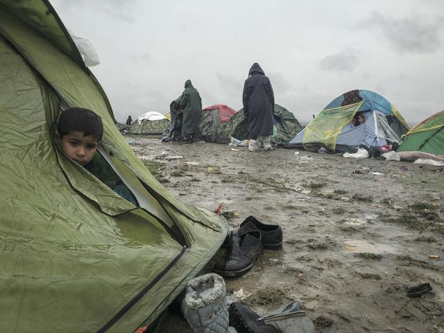 画像: 貧困・戦争・気候変動など様々な理由で増加する難民を何年にも渡って取材